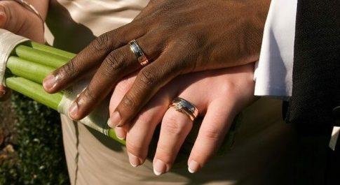 Matrimoni combinati per i permessi di soggiorno a Livorno, le finte nozze a 8.000 euro. Un arresto e 56 indagati