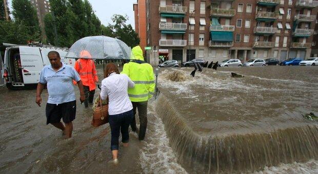Maltempo, bomba d'acqua su Milano: esondato il fiume Seveso