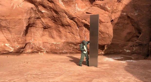 """Monolite nel deserto dello Utah, mistero sulla sua provenienza: ed è subito """"2001 Odissea nello spazio"""""""