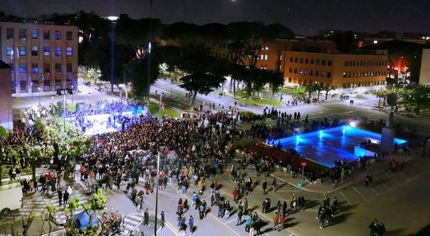Alcol e droga al rave nell'università: in duemila per l'evento illegale