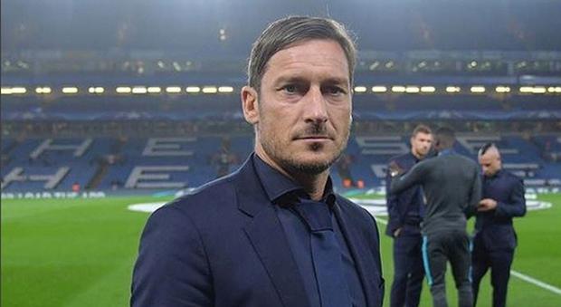 Francesco Totti è ufficialmente un agente sportivo domiciliato: ma l'indagine Figc resta aperta