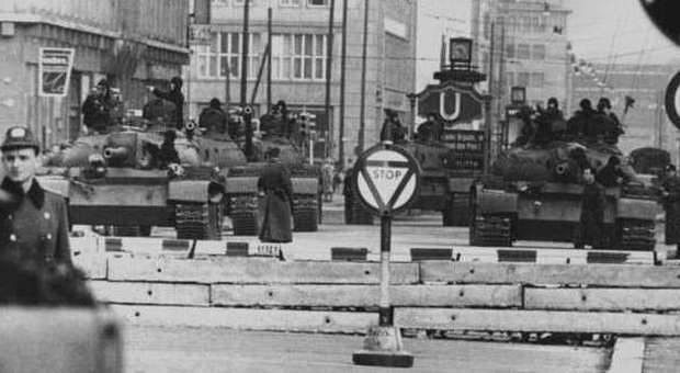 Muro Berlino, l'italiano ucciso e dimenticato: Benito Corghi, camionista, militante del Pci, ferito a morte nel '76 dai Vopos