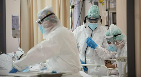 Donna no vax muore a 39 anni a Milano, contagiata tutta la famiglia: grave la mamma