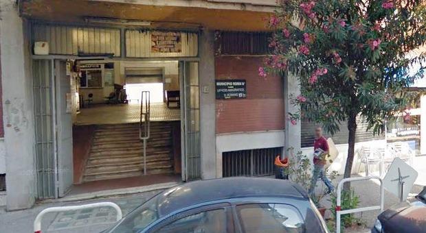 Ufficio Di Stato Civile Roma : Roma folle lite all ufficio anagrafe discute con un uomo per