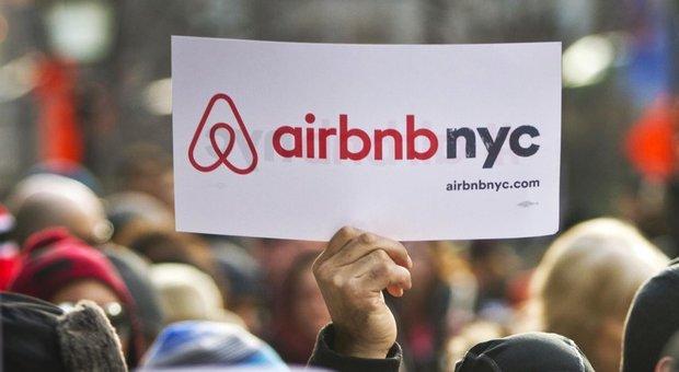 immagine Affittano una casa su AirBnb ma una volta dentro scoprono che è piena di telecamere nascoste