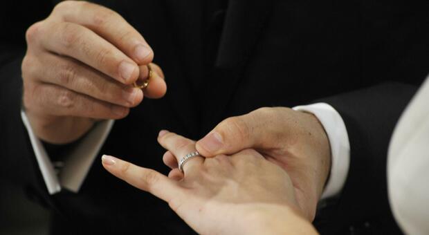 Istat, crollo di matrimoni e divorzi: -80% e -60% lo scorso anno. Pesa l'effetto Covid