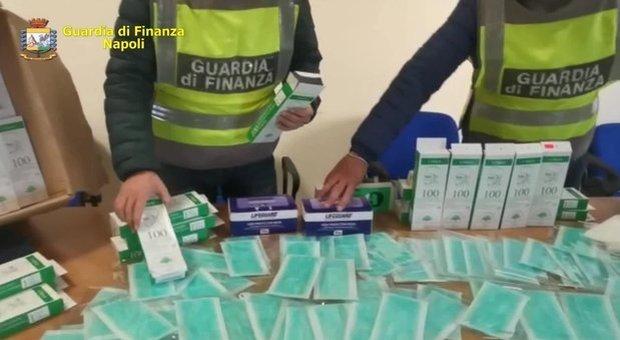 Coronavirus, mascherine trafugate da ospedali e aeroporti. Governo: «Le produrremo in Italia»