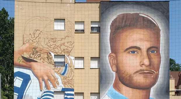 Lazio, già sfregiato il murales dedicato a Immobile