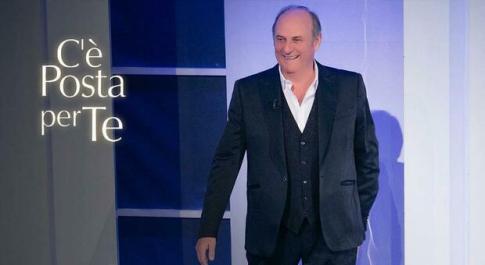C'è Posta per Te, Gerry Scotti al fianco di Cristina: la proposta di matrimonio commuove il pubblico
