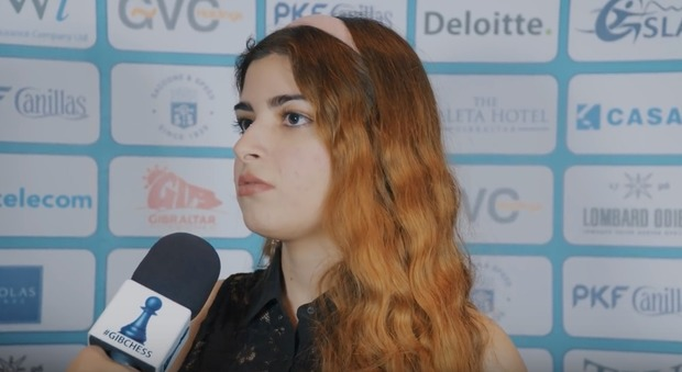 Campionessa di scacchi iraniana cacciata dalla nazionale per non aver indossato il velo