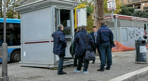 Bologna, minorenni picchiano l'autista del bus: li aveva sgridati perché erano senza mascherina e fumavano