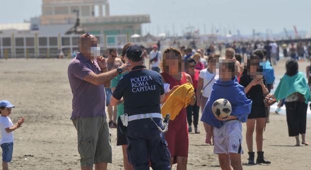 Ostia, assalto alla spiaggia, ma con ordine, nel primo sabato post quarantena da coronavirus