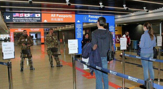 Torna in Lussemburgo per lavoro, bloccato in aeroporto: è positivo al Covid