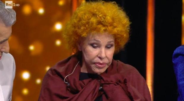 Ornella Vanoni si addormenta in studio imbarazzo in diretta per Amadeus