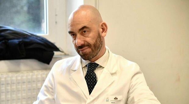 Vaccino ai 12-15enni, Bassetti: «I miei figli l'hanno fatto, i benefici superano i rischi»