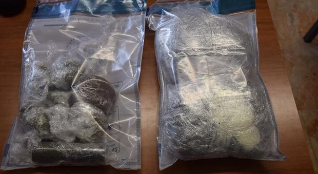 Pavia, ordina su Instagram un pacco con 300 grammi di hashish. Ma a casa arriva la polizia