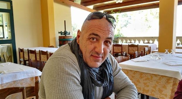 La vittima Diego Di Gaetano Sant'Omero, si schianta contro auto: muore motociclista