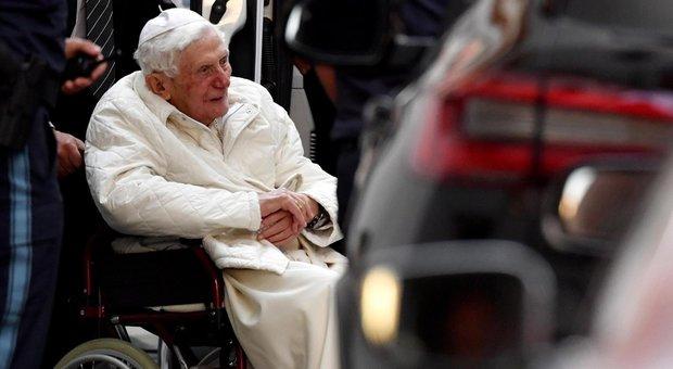 Ratzinger in Germania al capezzale del fratello morente, resterà a Ratisbona 3 giorni