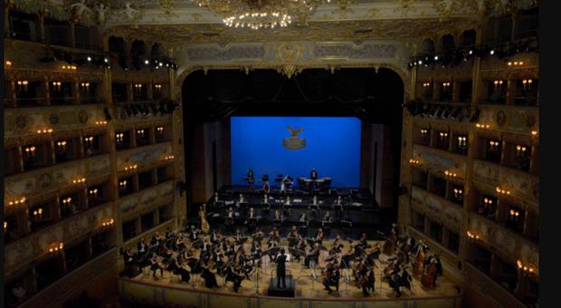 """Su Sky """"Venice for change"""", concerto per un pianeta da salvare. Al teatro la Fenice vip in sala: da Ilary Blasi a Muccino"""