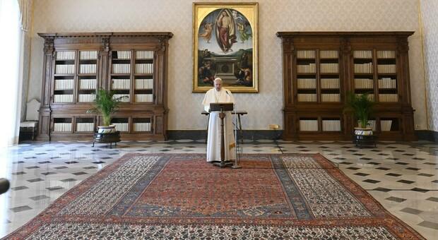 Vaticano, mini rimpasto in curia, Semeraro al posto di Becciu e al C-6 entra il cardinale del Congo