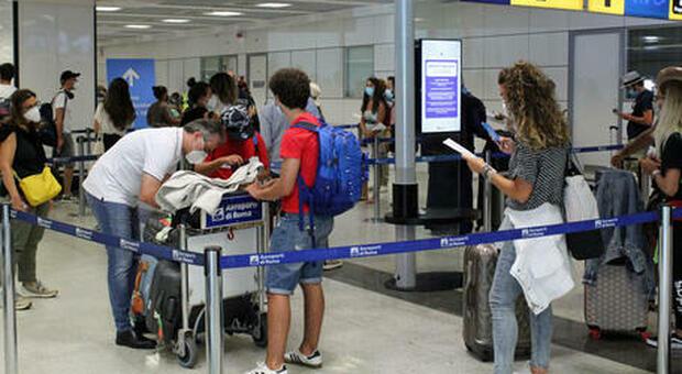 Variante Delta, tampone e quarantena o green pass: ecco le nuove regole per chi entra in Italia