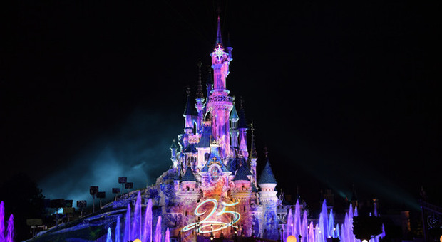 Disneyland Paris riapre dopo otto mesi di chiusura: mascherine obbligatorie per i visitatori dai 6 anni in su