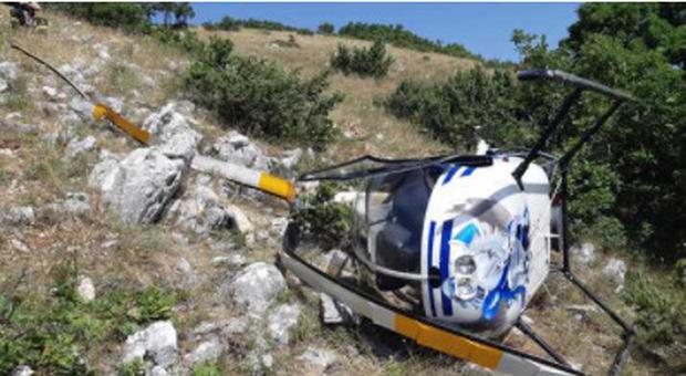 Muoiono una donna e un pilota nell'elicottero ultraleggero precipitato a Caserta, lei ha guidato i soccorsi parlando con il marito al cellulare