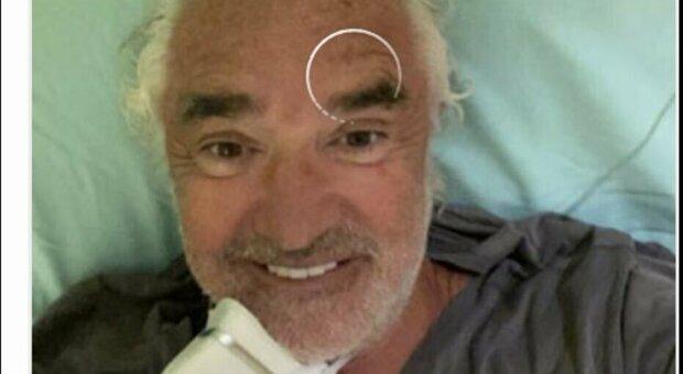 Briatore positivo, selfie dall'ospedale, poi lo cancella. Lucarelli: «Non sbaglia un colpo»