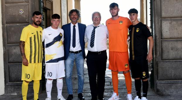 Il presidente Romano presenta il tecnico Dal Canto e le nuove maglie