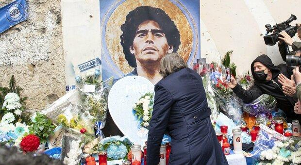 Bruno Conti ai Quartieri Spagnoli, omaggio commosso a Maradona