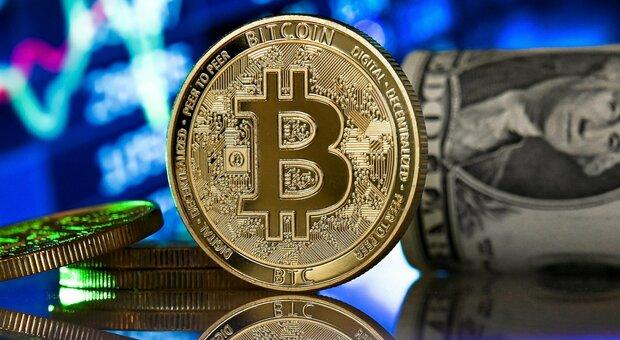 Bitcoin, quotazione record a 48 mila dollari: oggi rialzo del 7,9%