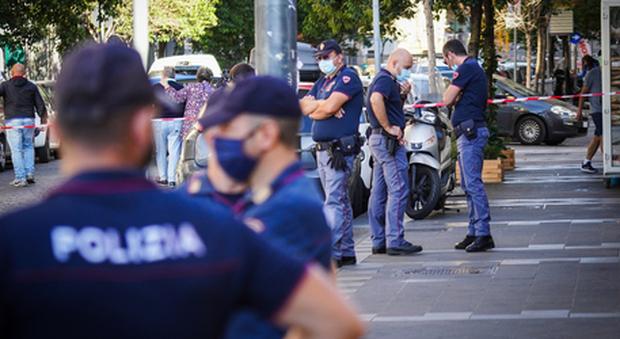 Rapinatore ucciso a Napoli, indagato il poliziotto che ha sparato