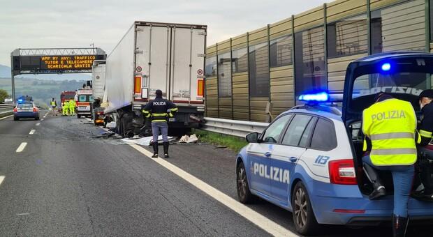 Incidente mortale sulla Autosole vicino a Orvieto. Muore autista di una cisterna