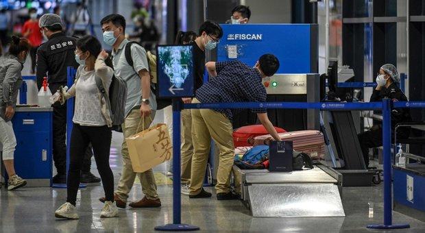 Coronavirus, diretta: a Pechino nuovo focolaio, quartieri in lockdown. Brasile, altri 843 morti