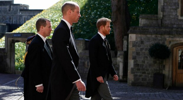 """Funerali Filippo, il """"miracolo"""" del principe: William e Harry tornano a parlarsi dopo la cerimonia"""
