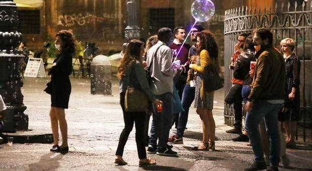 Movida a Napoli, multati quattro bar al Vomero aperti dopo le 23