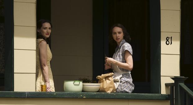Winona Ryder e Zoe Kazan nella serie tv