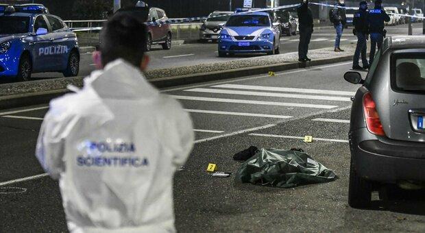 Milano, aggredisce passanti per strada con un coltello, poliziotto gli spara e lo uccide