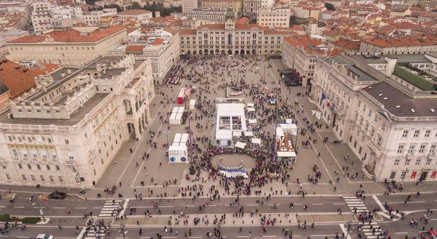 Covid, a Trieste locali chiusi alle 23 per la Barcolana: «Notevole afflusso di persone»
