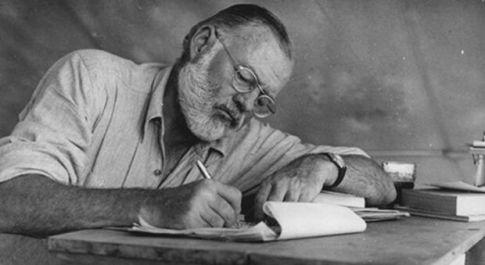 Intervista impossibile a Ernest Hemingway: «Il denaro non è tutto ma se manca te ne accorgi»