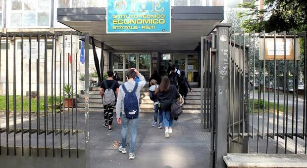 Covid, prevenzione e controlli in ambito scolastico: il punto al Luigi Di Savoia
