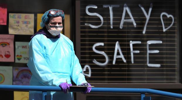 Coronavirus, l'Austria riapre i negozi il 14 aprile. In Europa 50.000 morti per il virus