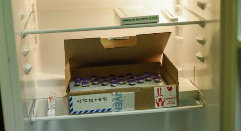 Vaccino Pfizer, l'Ema: «Può stare in frigo scongelato fino a un mese»