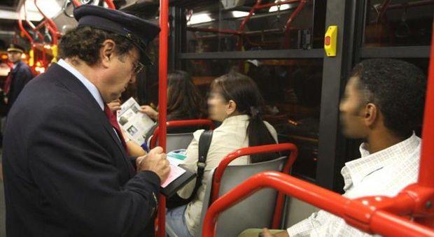 Roma, la beffa dei controllori sui bus: solo pochi e a campione. E scendono dopo poche fermate