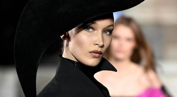 Bella Hadid sconfessa Victoria's Secret: «Mai sentita sexy a sfilare in mutande. Meglio Fenty di Rihanna»