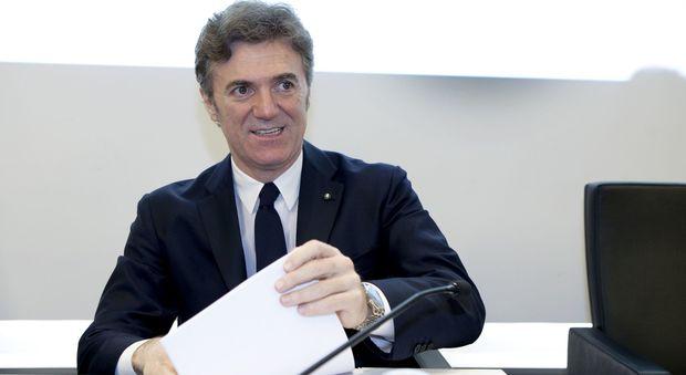 Tim, intesa raggiunta con i francesi: l'amministratore delegato Flavio Cattaneo lascia dopo un anno