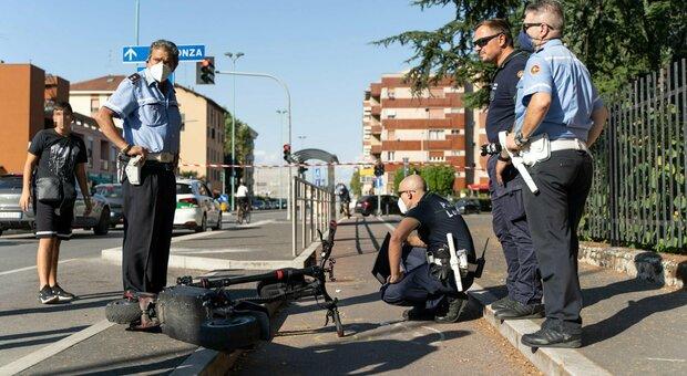 Cade dal monopattino, morto 13enne a Milano: aveva chiesto all'amichetto di fare un giro di prova