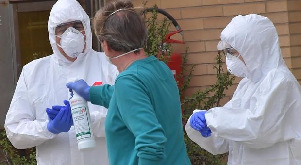 Coronavirus, gli infermieri donano mascherine alla Asl1