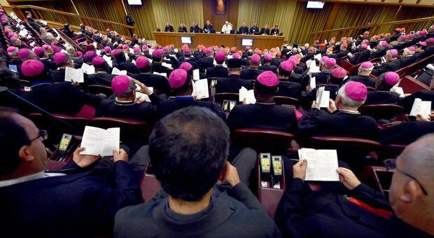 Vaticano, in parrocchia per il vaccino non ci sono obblighi: «È un atto d'amore». Ma dalla Cei c'è il pressing