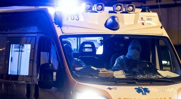 Covid, morto dopo una notte in ambulanza: indagati quattro medici. L'accusa è omicidio colposo